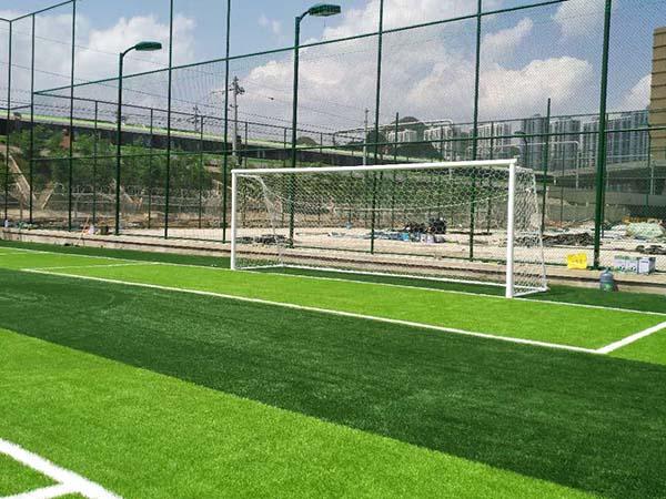 窦关村地铁公司足球场建设案例